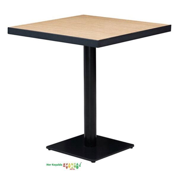 Boyalı Sütun Ayaklı Yemek Masası 80 cm Kare Model : 2 klasik ve modern tasarımları ile her dekorasyon tarzına uygun! Yemek ve mutfak masası farklı renk seçenekleri ile Avantaj Metal'de.